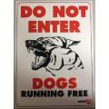 Plast.GateSign-DogsRunningFree